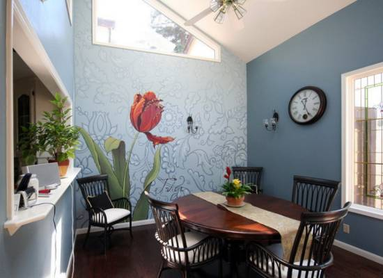 5. Stunning Dining Room Wall Decor With Mural